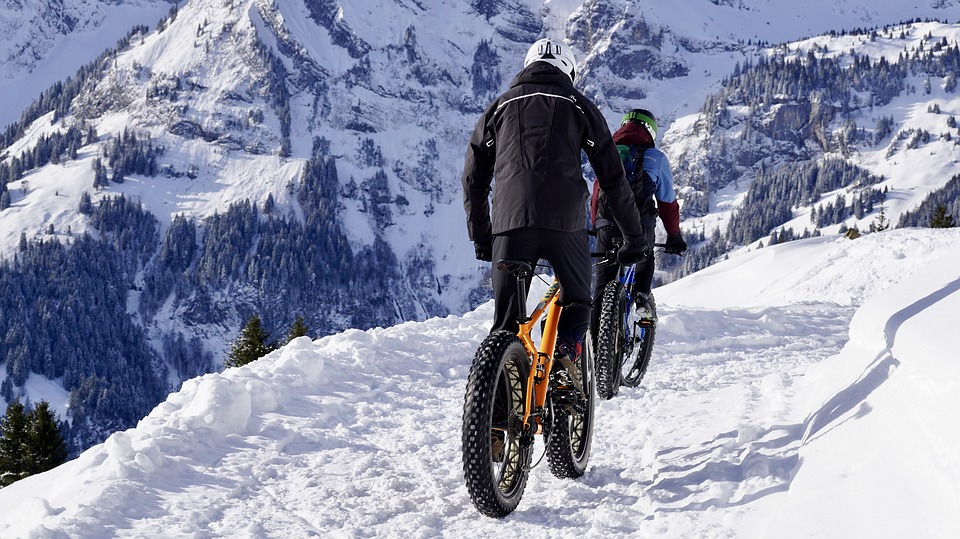 How to Exercise in Cold Weather - cyling